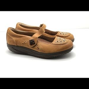 Skechers shape ups leather embroidered Mary Jane 9